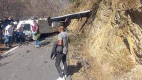 Ônibus cai em abismo e mata 16 mineiros no Peru