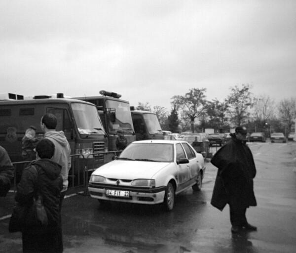 Cour de sureté d'Etat, Istanbul, Déc. 2003. Procès de Ragip Zarakolu pour l'un de ses livres sur les violations des droits humains du régime issu du coup d'Etat de 1980.