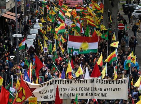 Turquie : De la violence étatique légitimée au conflit armé contre les Kurdes de Syrie.
