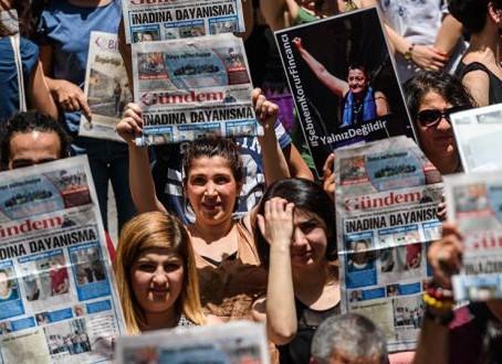 La chasse aux médias critiques en Turquie: cadre conceptuel pour la mise  en place d'une dictature