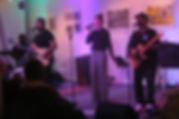 Sängerin Leo Will & Band (Drums: James Simpson, Bass: Alvin Mills, Guitar: Billy Allen, Keys: Robert Kesternich) live bei Ausstellungseröffnung für ihren Vater, den Siebdruck-Künstler Wolfgang Stratmann - Foto: Frank Fautz | Böblingen, Blaues Haus