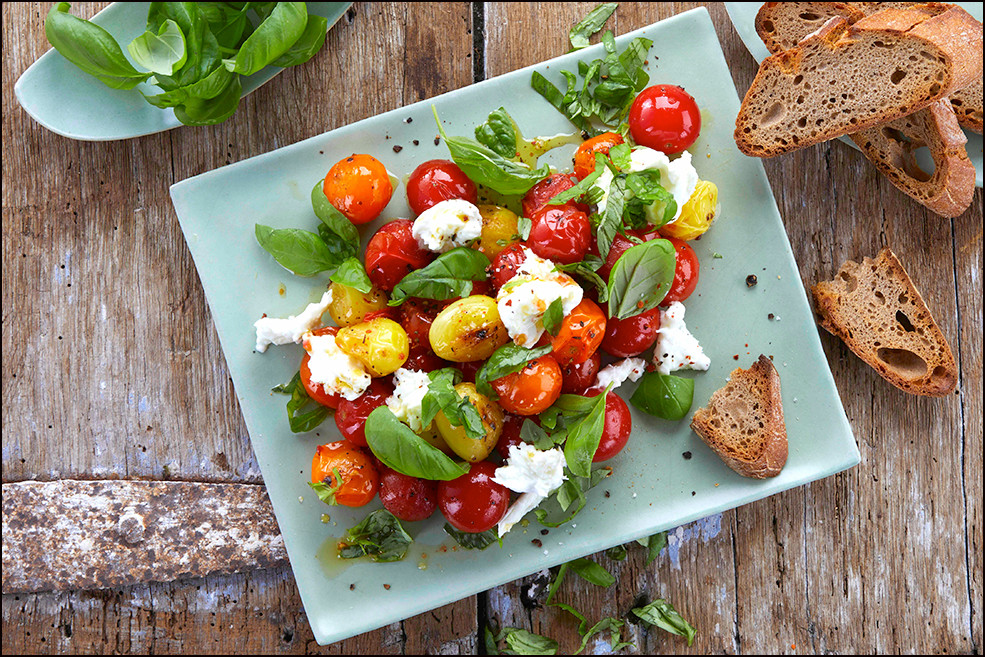 004_Cherry Tomatoes with Burrata and Bas
