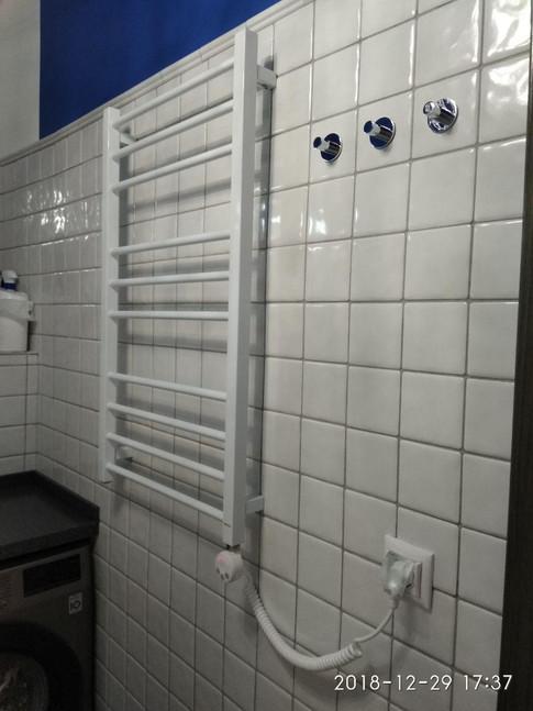 монтаж электрического полотенцесушителя. www.gorsanteh.com