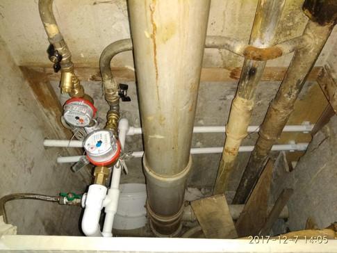 Установка водосчетчиков с заменой труб водоснабжения