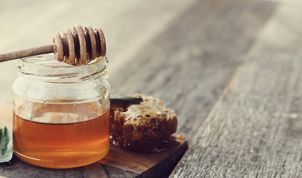 honeycomb-with-jar.jpg