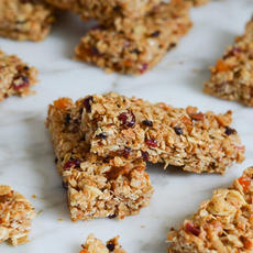 Bars with dried fruits, nuts and honey