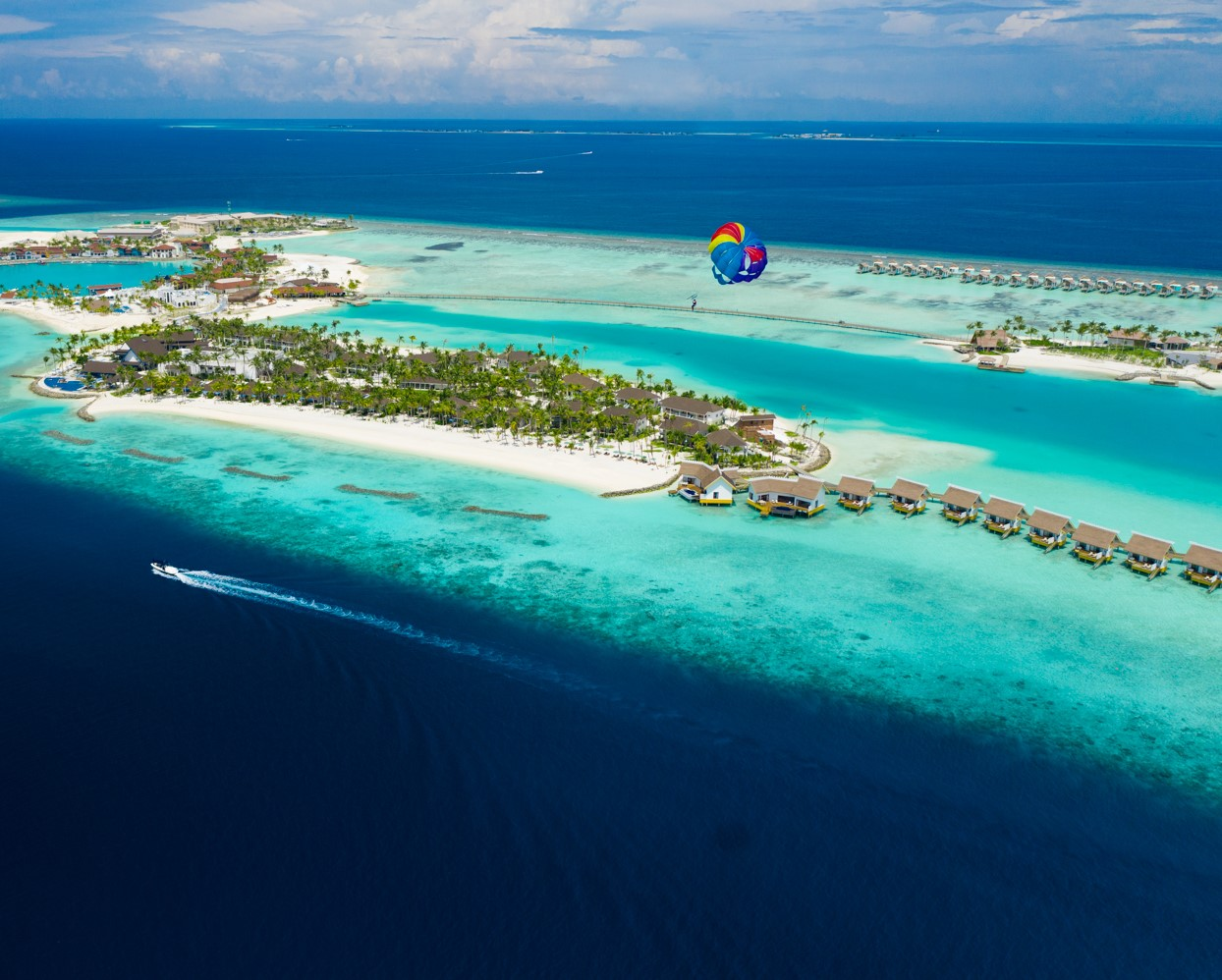 SAii Lagoon Maldives_Parasailing 1