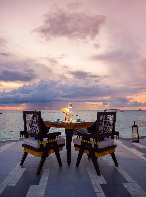 SAii Lagoon Maldives_Sunset Pool Dining
