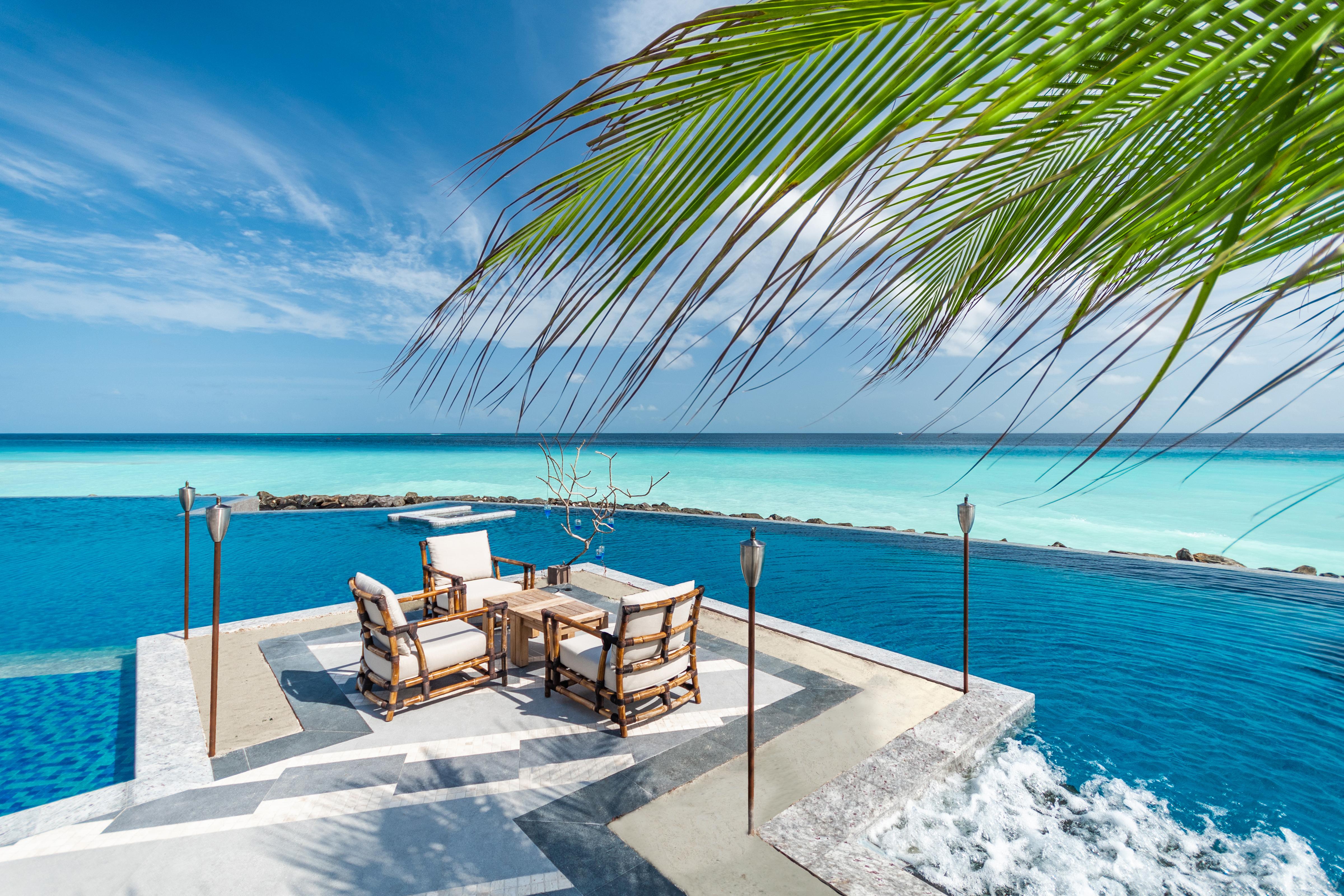 SAii Lagoon Maldives_Poolside Dining