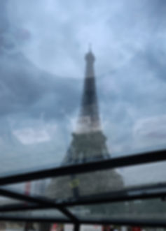 Cruising past la Tour Eiffel.JPG