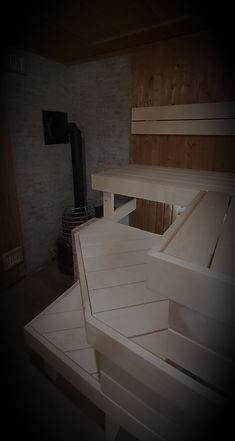 Saunalava disain, projekteerimine, tellijaga kooskõlastamine ja saunalava ehitamine ning kaitsmine saunavahaga. Vajaduse korral vana lava puhastamine ja hooldamine.