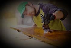 Töötasapinna, aknalaua, akna, ukse, puittalade, puitpostide, baarileti, terrassi, söögilaua, tooli hooldus. Vajadusel remont.