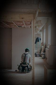 Kergseina ehitus alates puitkarkassi või metallkarkassi ehitamisest kuni pinna viimistlemiseni. Töökoht isoleeritakse muust elamisest ja töö lõppedes koristatakse.