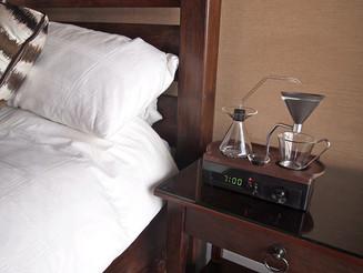 Dose dupla: designer cria despertador que prepara café.