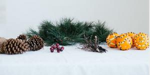 DIY Christmas Centerpiece with Pine Cones