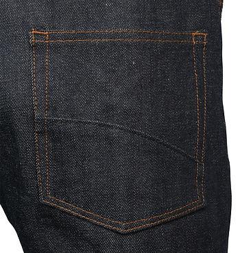 バックポケットは生地二枚重ね、牛革パッチ