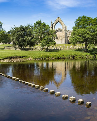 Bolton-Abbey-North-Yorkshire-Abbey-and-R