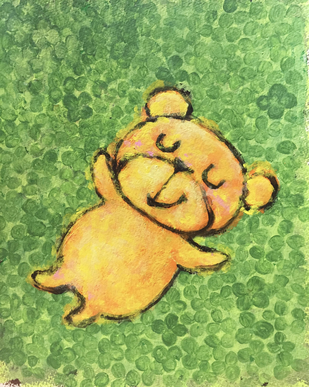 原っぱに寝ている熊