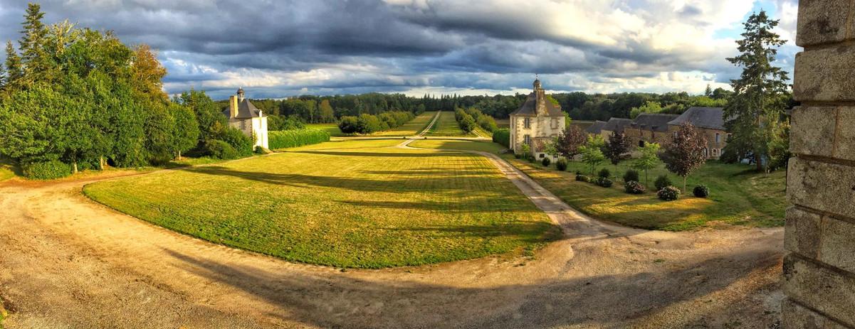 Cours d'honneur du château de Loyat