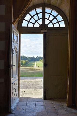 Grande allée du château de Loyat
