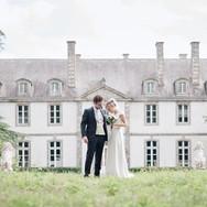 Mariés derrière château