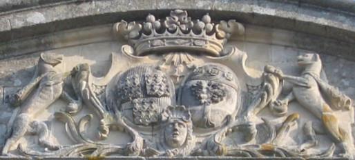 Fronton du château de Loyat