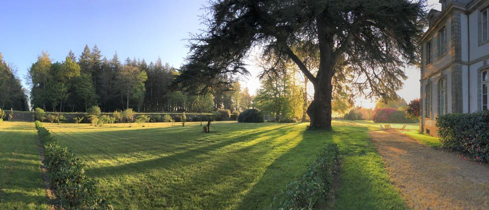 Dans les jardins du château de Loyat