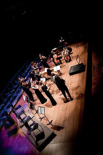 Camerata Penedès durant el seu primer concert amb la Coral Cantiga a l'auditori municipal de vilafranca del penedès