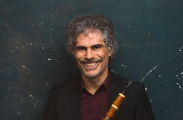 fotografia del clarinetista especialitzat en música amb interpretació històrica Lorenzo Coppola