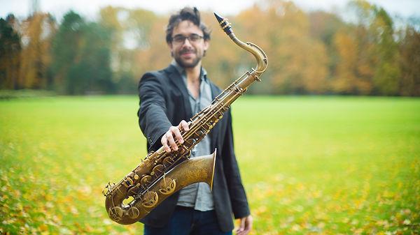 Fotografia del prestigiós saxofonista jazz català Lluc Casares