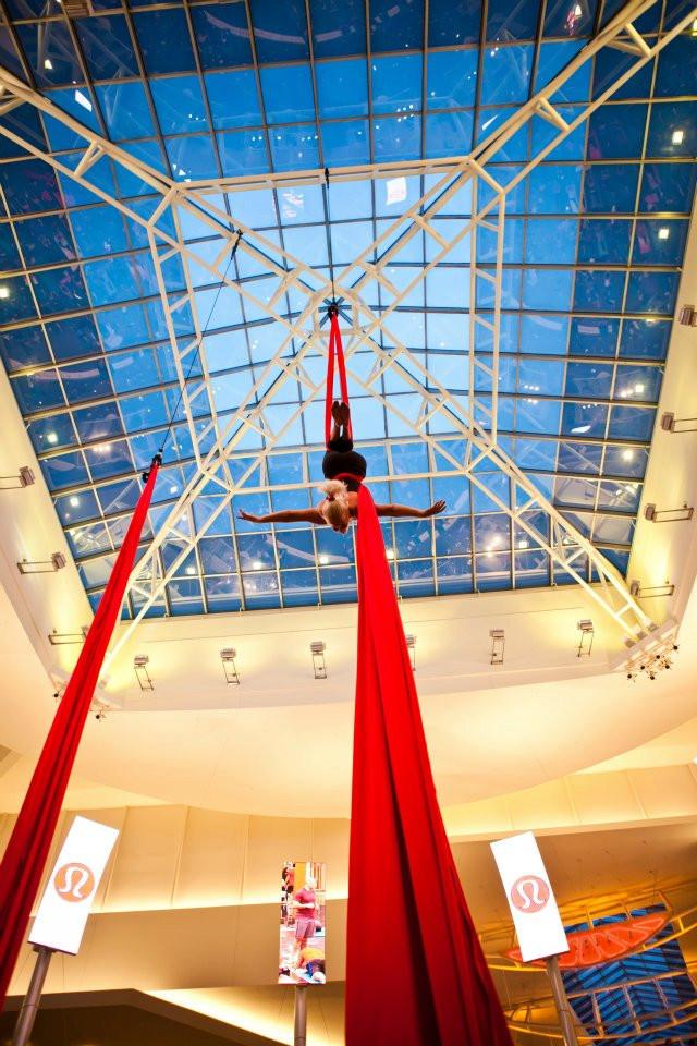 Aerial silk performer, Aerial Cheryl, aerialist, mall