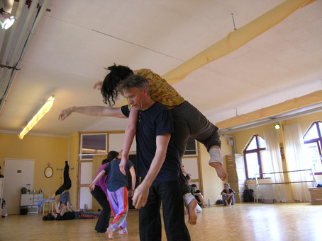 Contact Improvisation Workshop mit Alyssa Lynes
