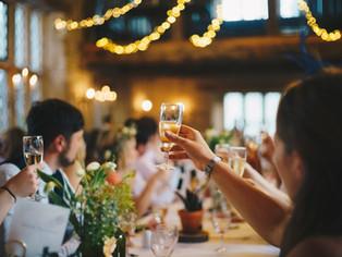 Ebrio descontrolado durante la celebración de una boda