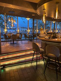Binnen_bar_uitzicht