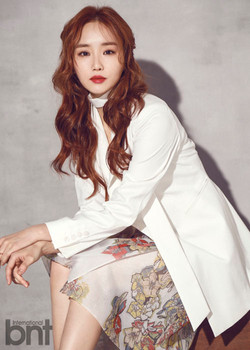 Yoon Tae-Jin announcer