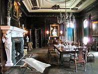 חדר אוכל עם גופה מדבקה A4.jpg