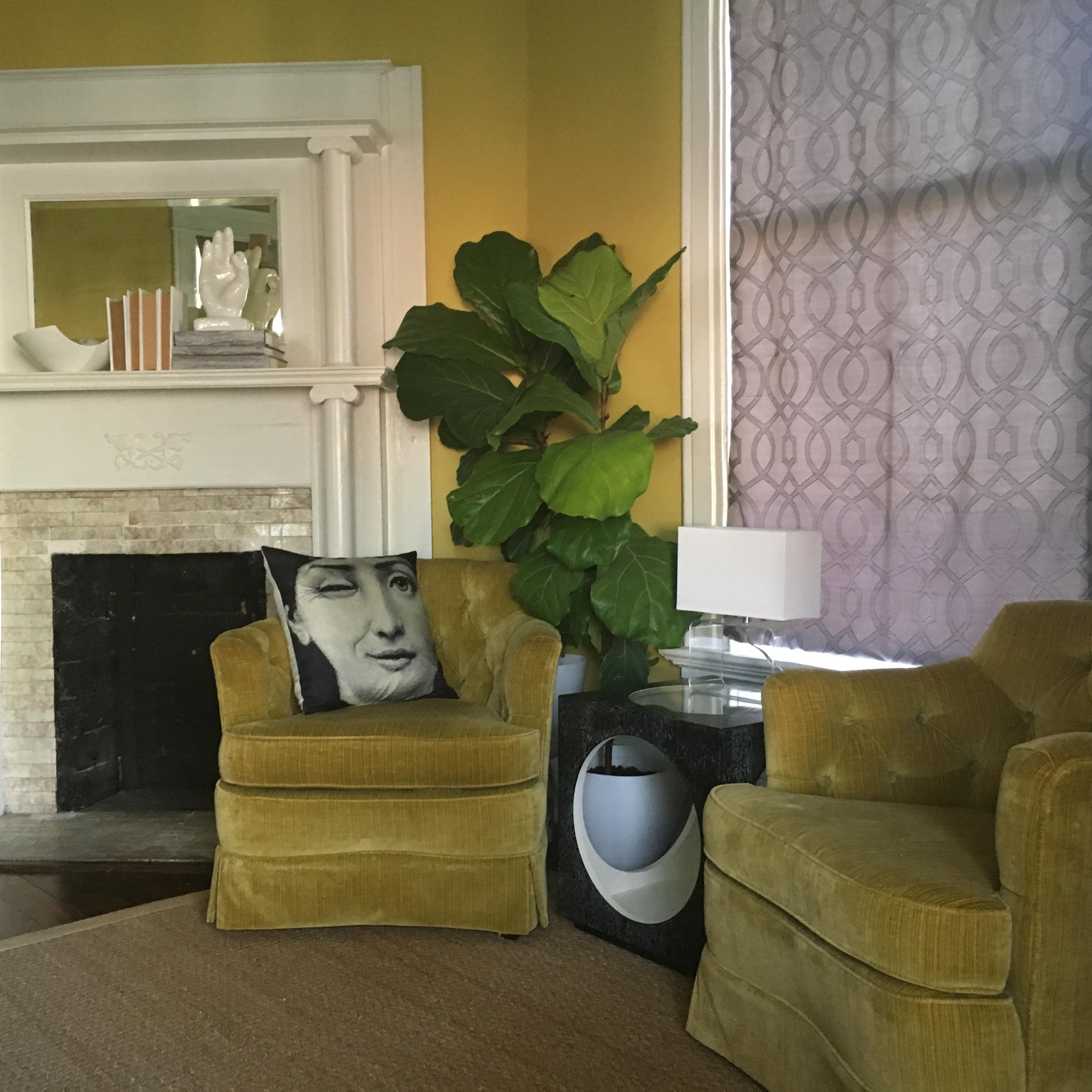 Sunny-yellow sitting room