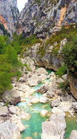 Les Gorges du Verdon depuis le fond de la vallée.