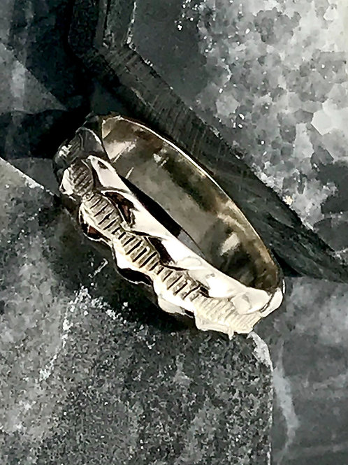 Sterling patterned band
