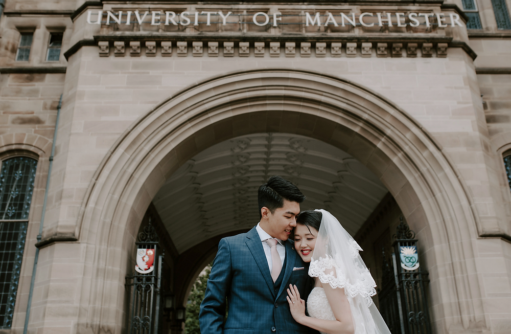 Manchester wedding photographer | enagagement sesion at manchester University campus