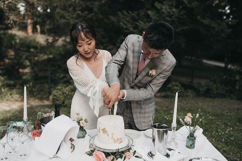 schlosshotel kronberg - cake cutting wedding ceremony