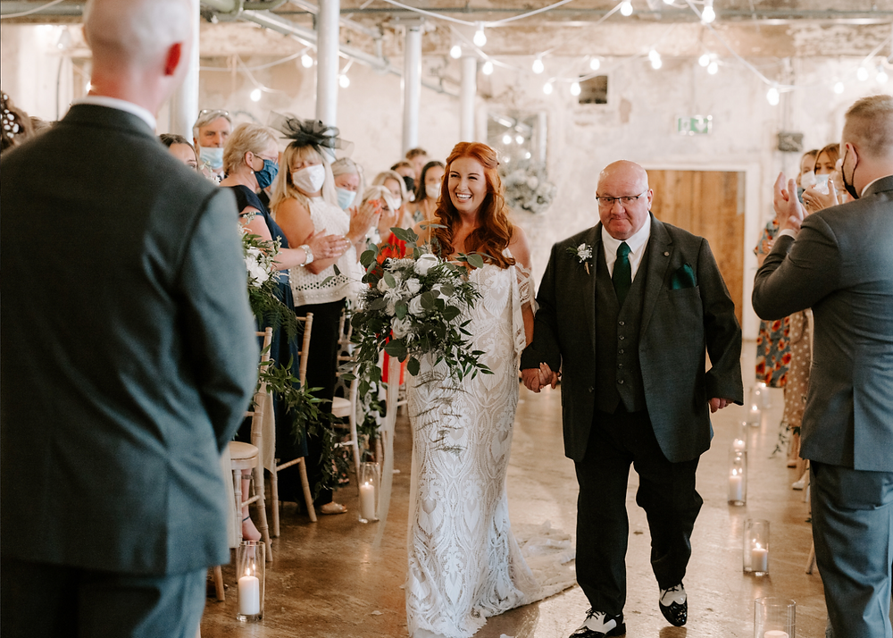 wedding ceremony at holmes mill