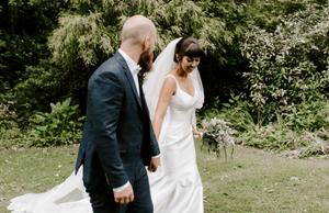 bride and groom barn wedding photography