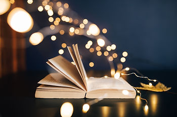 kaboompics_Book, fairy lights.jpg