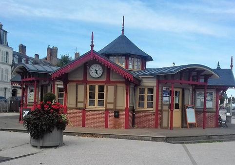 Kiosque départ de la visite guidée du quartier des marins à Saint valery sur somme en baie de somme