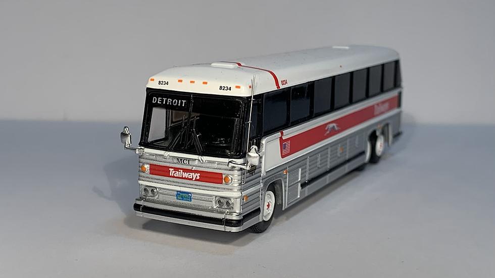 "87-0229 / 1:87 1984 MCI MC-9 Trailways ""DETROIT "" custom destination"