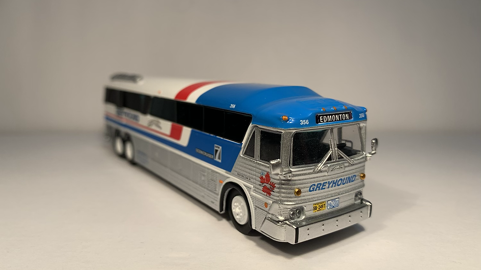 "87-0254 / 1:87 MCI MC-7 Greyhound Freighter ""EDMONTON "" GPX Parcel Express"