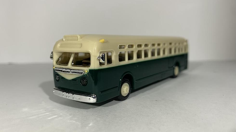 39000-3 / 1:87 HO scale GMC TDH 4510 (36ft, 40 PAX) transit bus by APM