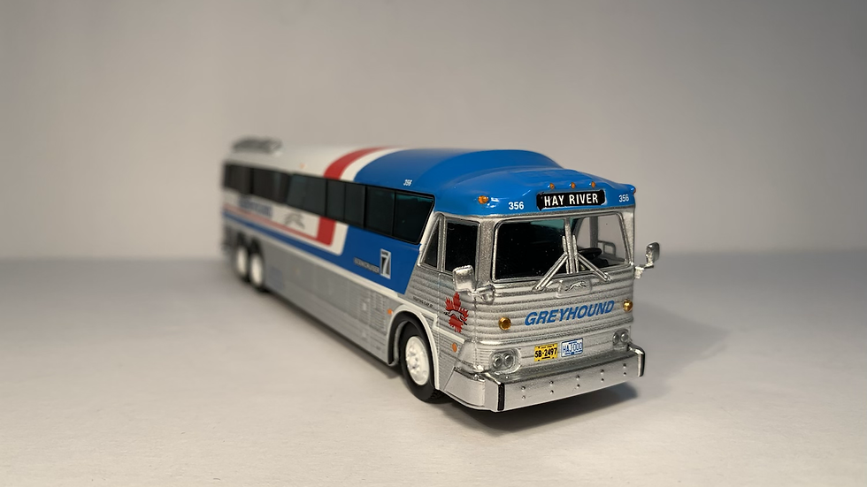 """87-0254 / 1:87 MCI MC-7 Greyhound Freighter """"HAY RIVER"""" GPX Parcel Express"""