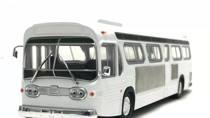 43-0190 / 1:43 GM TDH-5303 blank white fishbowl transit bus